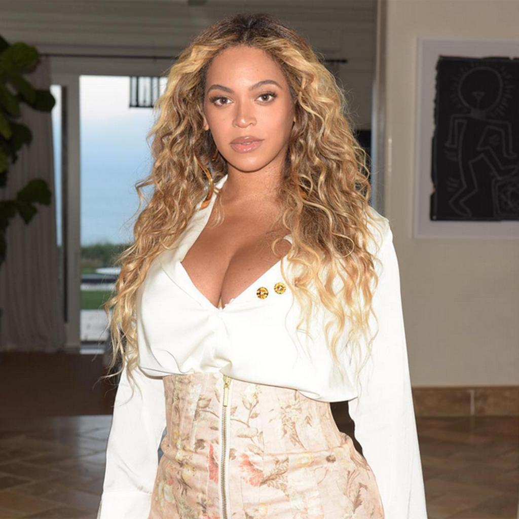 Beyoncé Shows Off Her Moves at Rollerskating Rink While Jay-Z Reportedly Sits on the Sidelines