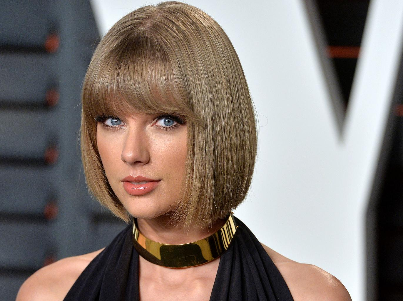 Taylor Swift Pulls Off Sweet Surprise by Dropping by an English Superfan's House