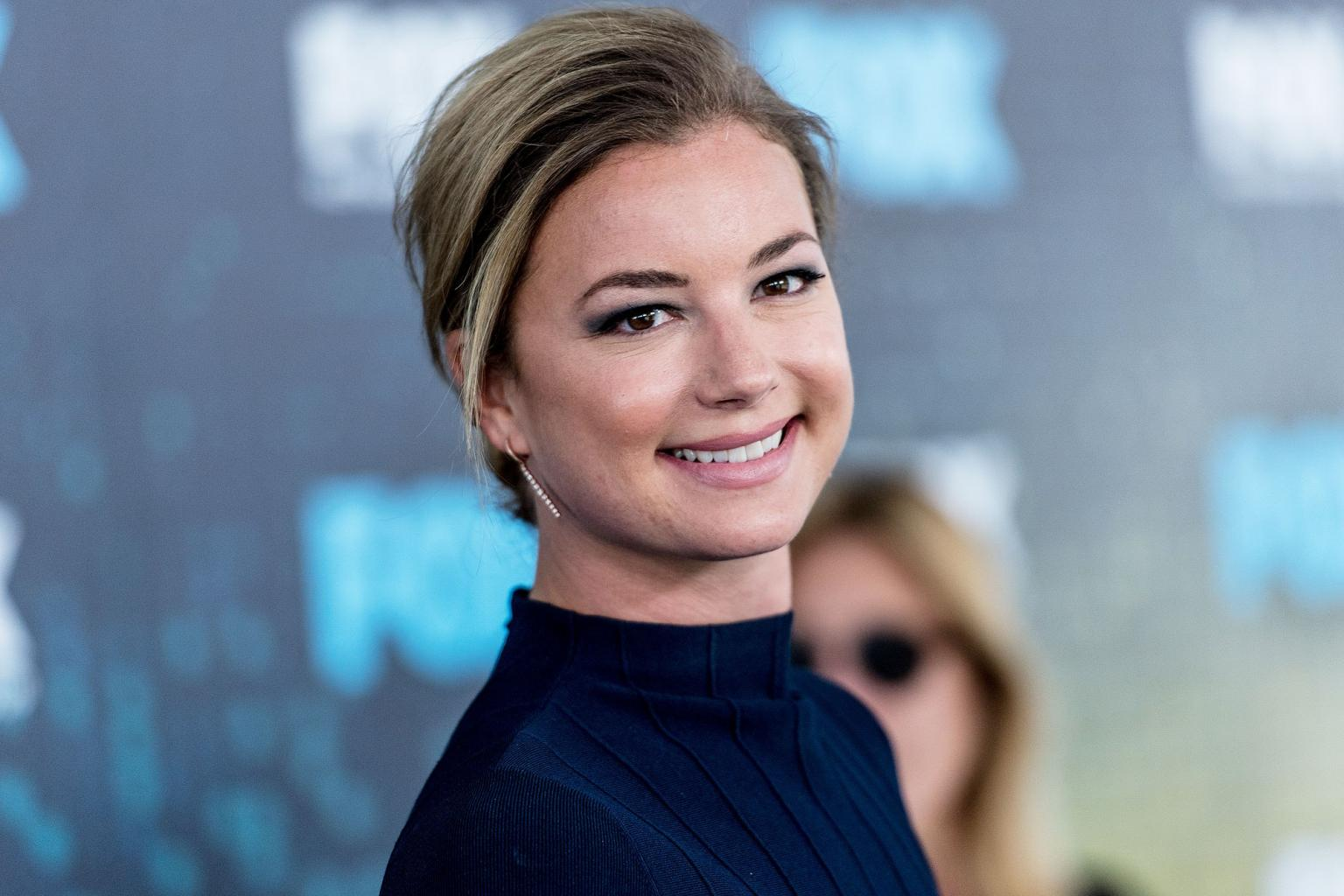 Emily VanCamp on Her Engagement to Josh Bowman:    It  's Amazing  '  I  'm Really Happy!