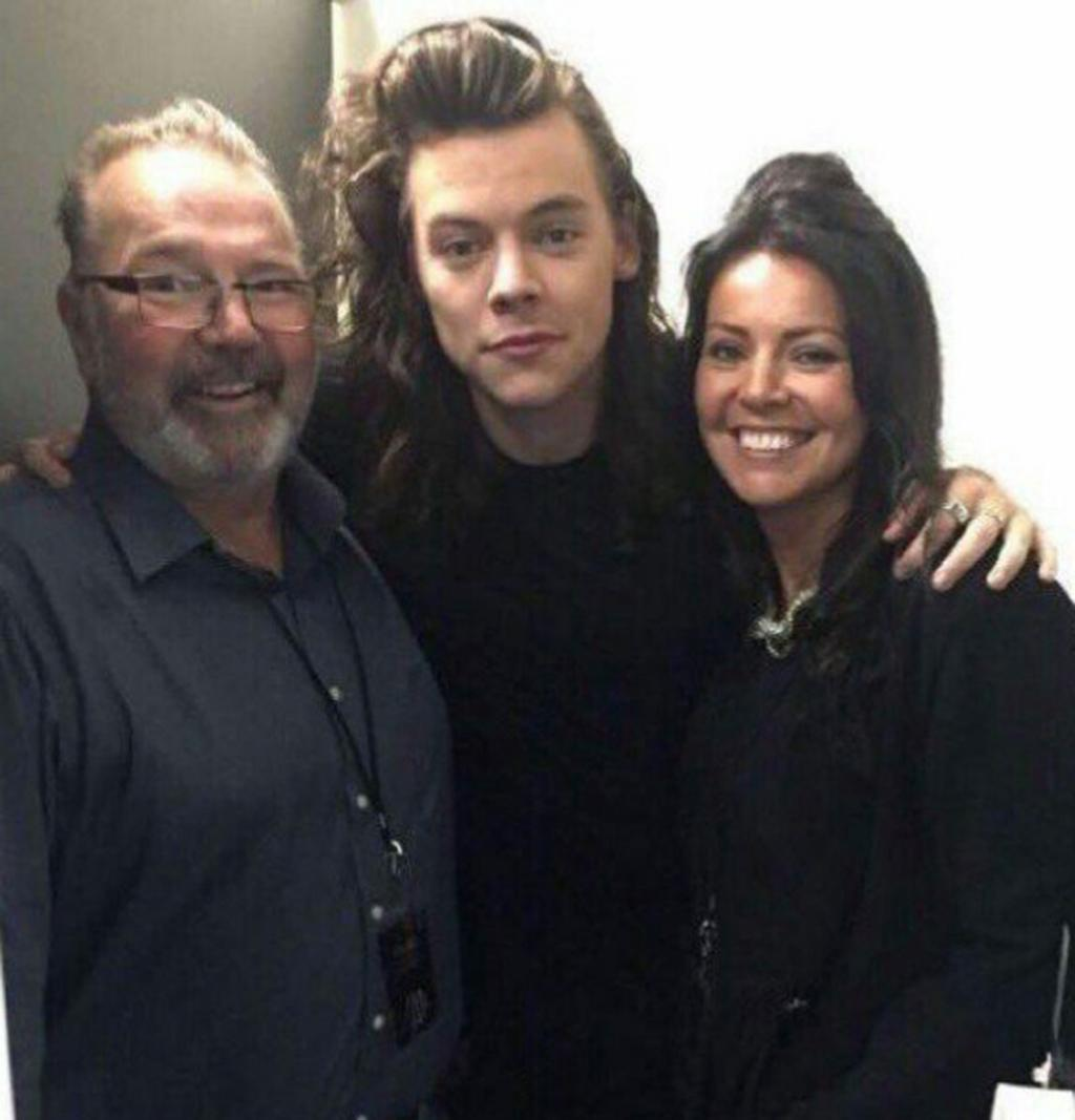 Harry Styles Mourns Death of Stepfather Robin Twist as One Direction Bandmates Pay Tribute