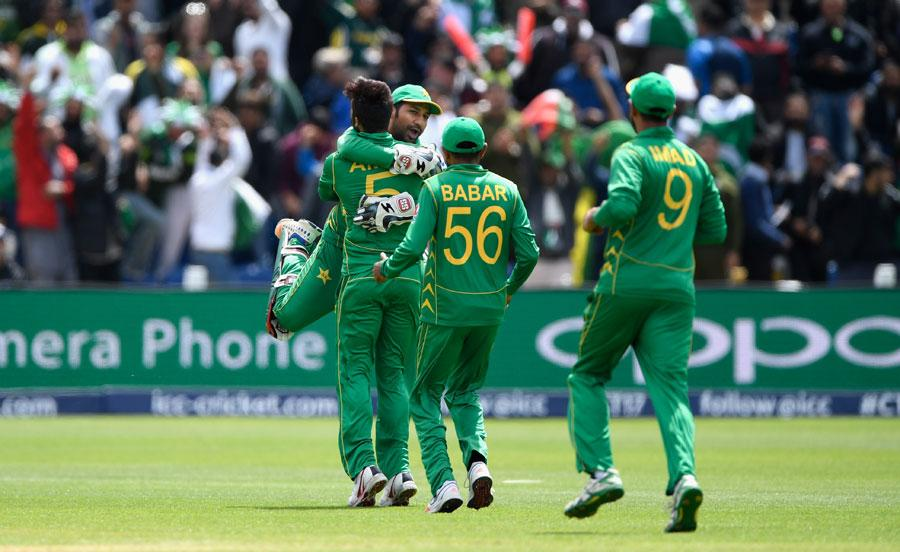 Amir, Junaid blow through SL middle order