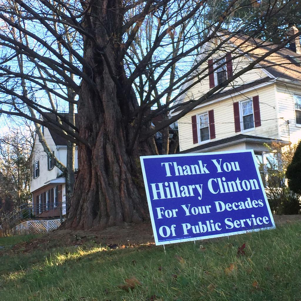 Hillary Clinton's Hometown Rallies Around to Give Her Holiday Cheer