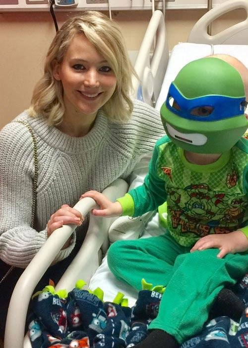Jennifer Lawrence Visits Children  's Hospital in Louisville on Christmas Eve