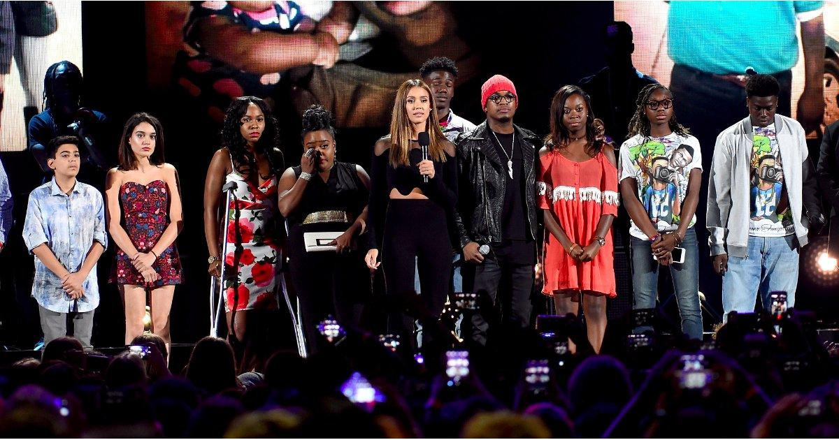 Jessica Alba, Ne-Yo, and Victims' Families Urge Teen Choice Viewers to #StopTheViolence