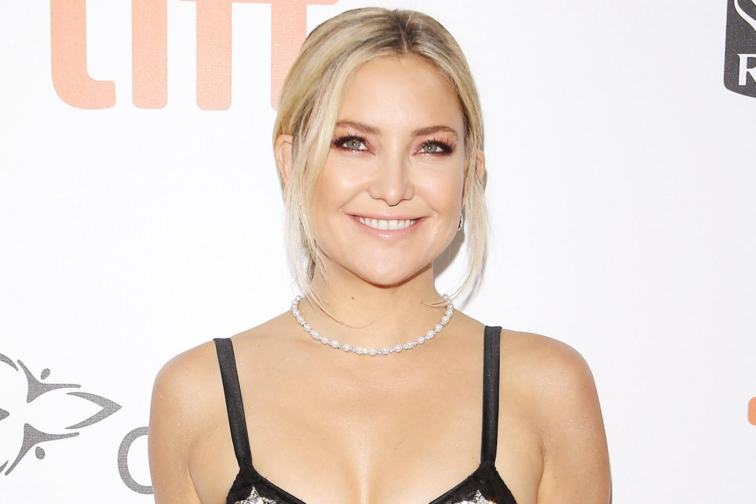 Kate Hudson Caps Off Her Friday Night with a Pole Dancing Workout Routine