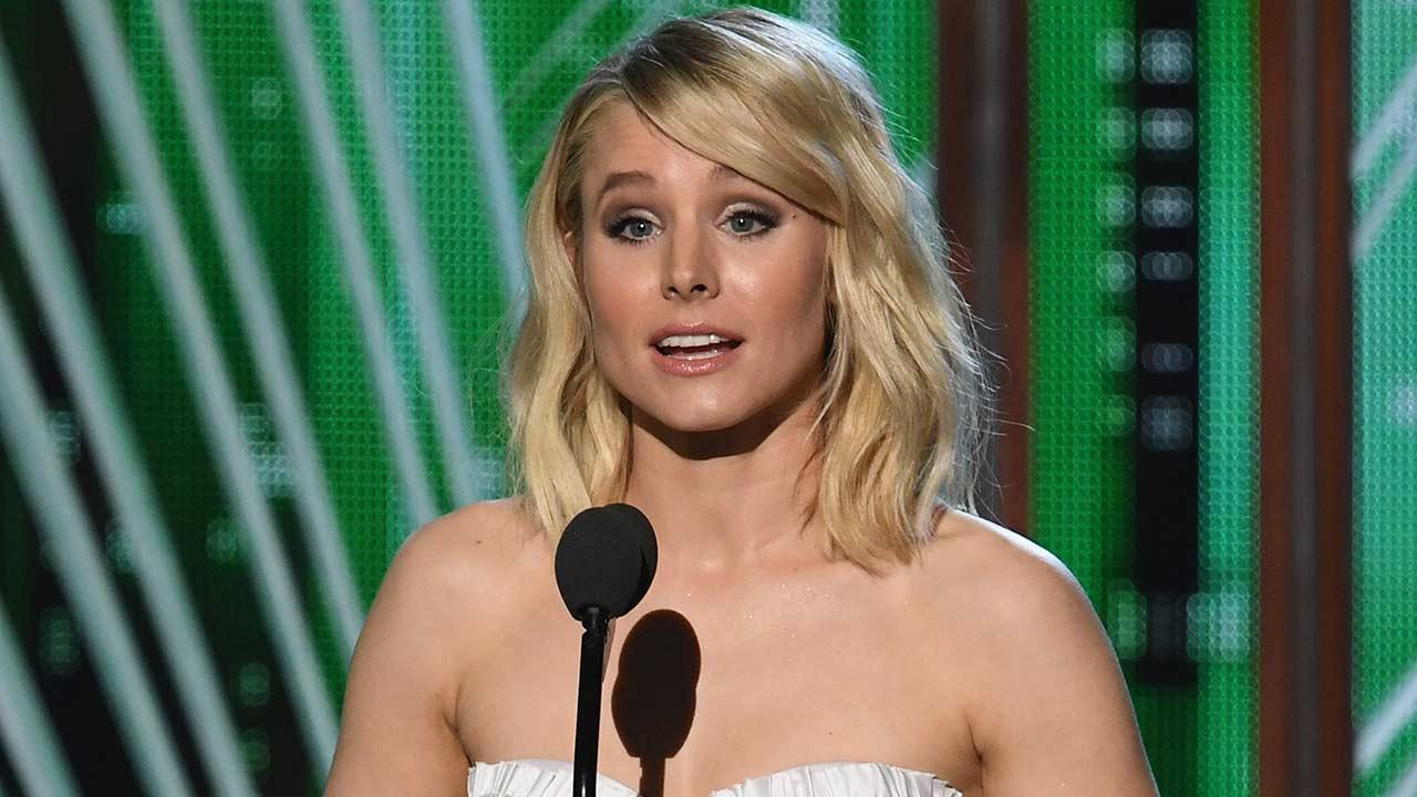 Kristen Bell Proves She Doesn't Need a Teleprompter During Pro People's Choice Awards Save -- Watch!