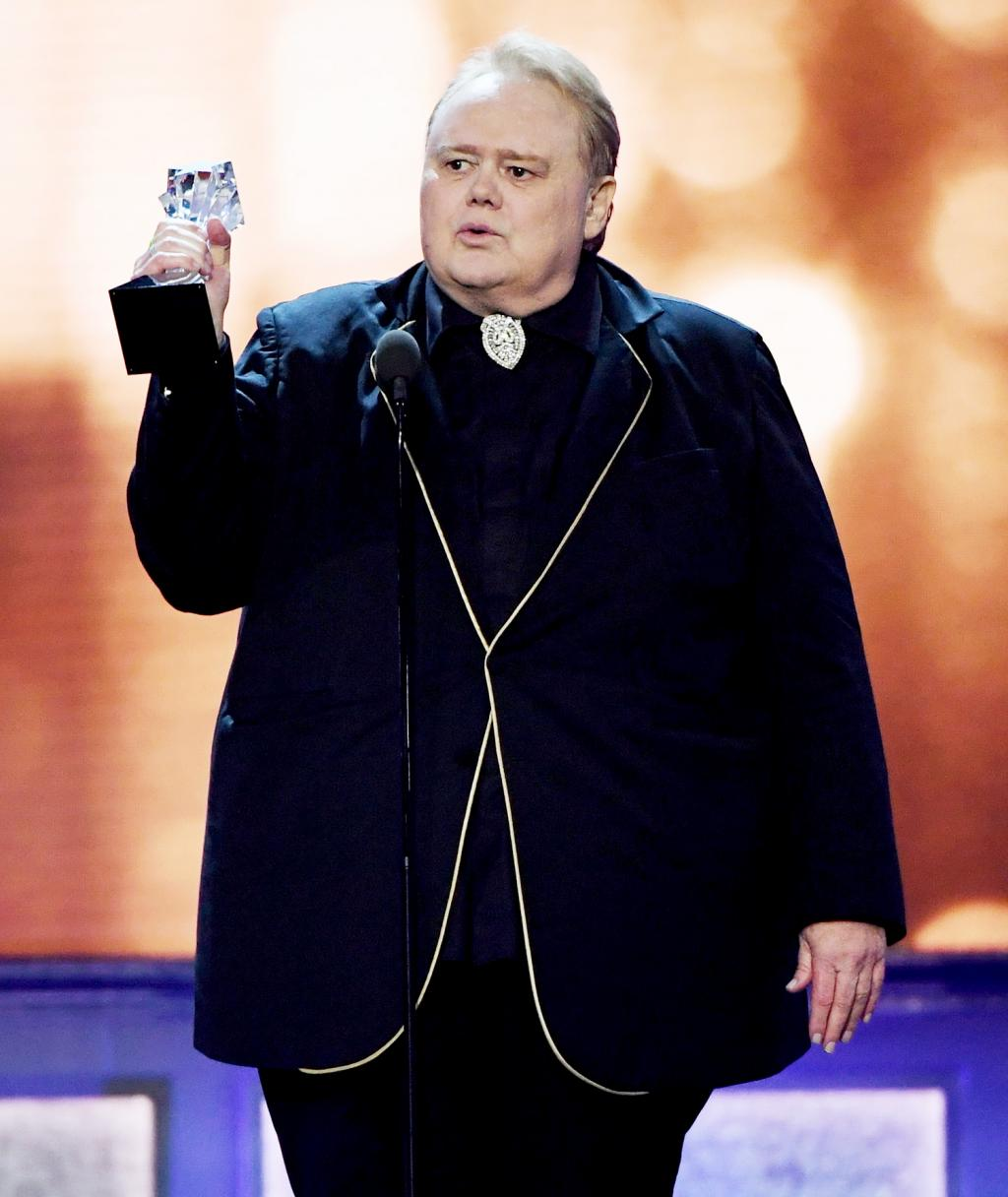 Louie Anderson Dedicates Critics '  Choice Award to His Mother and 10 Siblings:    She Never Lost Her Humanity