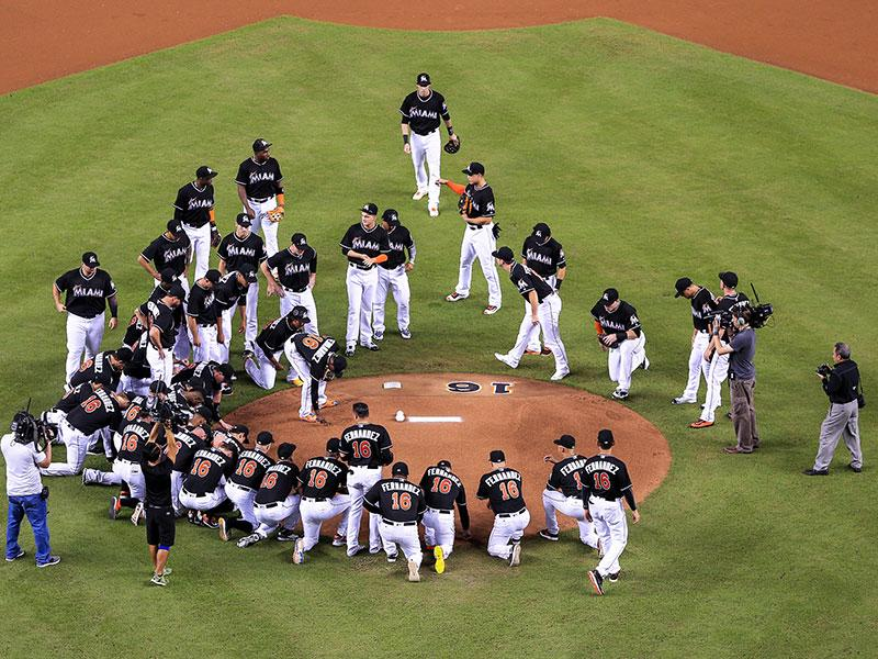 Miami Marlins Hold Emotional Tribute for Jos'  Fern  ndez Before Game Against New York Mets