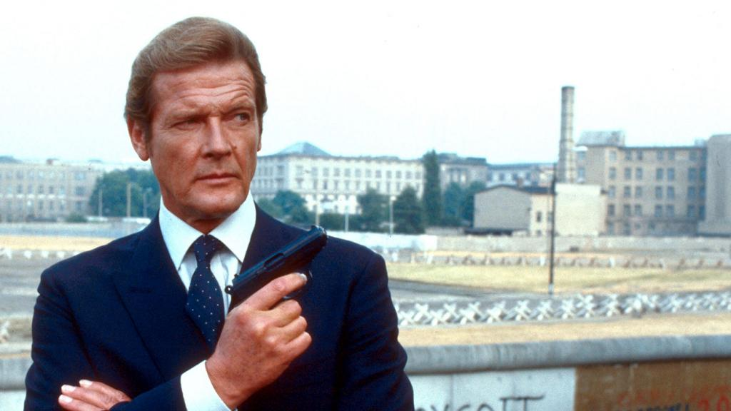 Roger Moore, the Suave James Bond in Seven Films, Dies at 89