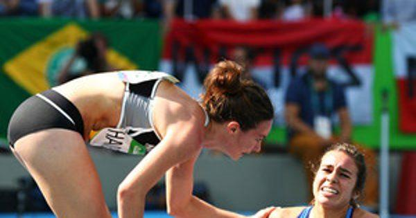 Us Runner Abbey D'Agostino Helping Nikki Hamblin After Their Collision Is Exactly What the Olympics Are All About