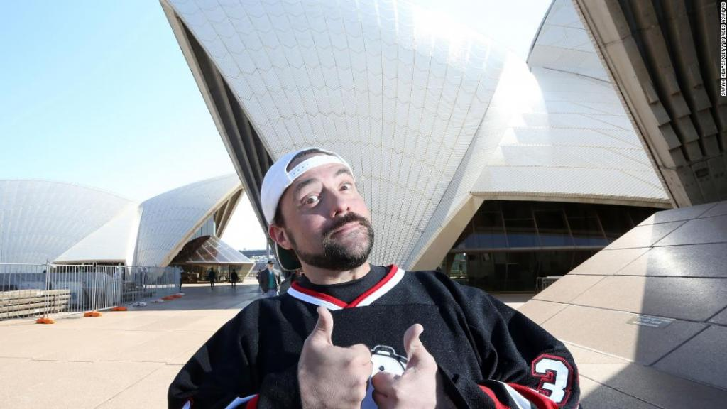 Kevin Smith tweets he had massive heart attack