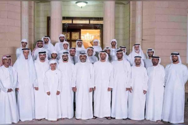 Mohamed bin Zayed receives his fellow pilots of Air Forces