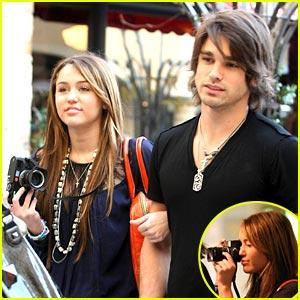 Miley Cyrus & Justin Gaston: Snapping Sweeties