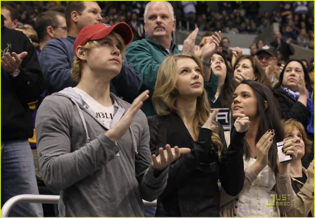 Taylor Swift & Chord Overstreet - Taylor Swift Photo