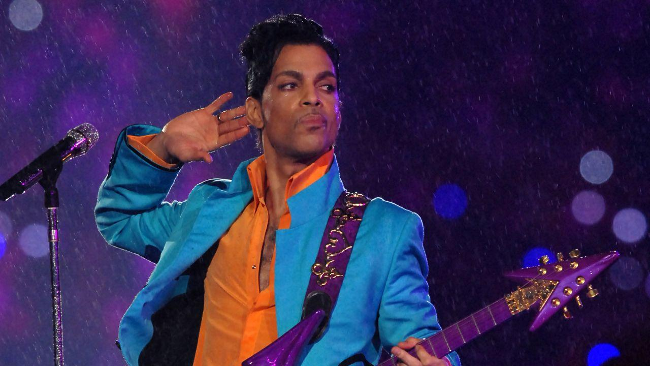 7 Times Prince Proved He Was The Coolest Human Being On The Planet