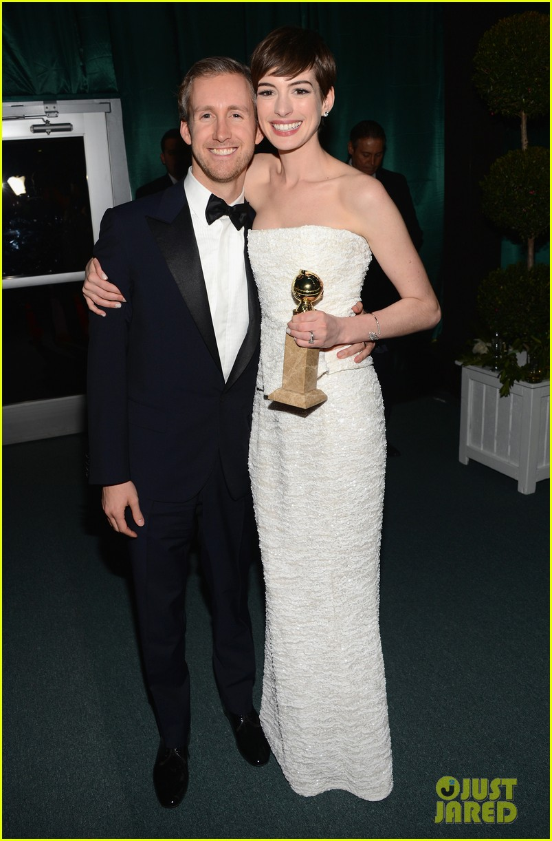 Anne Hathaway Is Pregnant, Expecting First Child With Adam Shulman