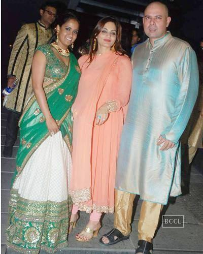 Arpita Khan, Alvira Khan And Atul Agnihotri Pose During Salman