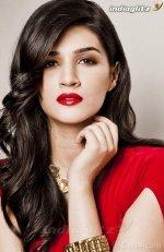 Kriti Sanon Gallery - Bollywood Actress Gallery Stills Images Clips