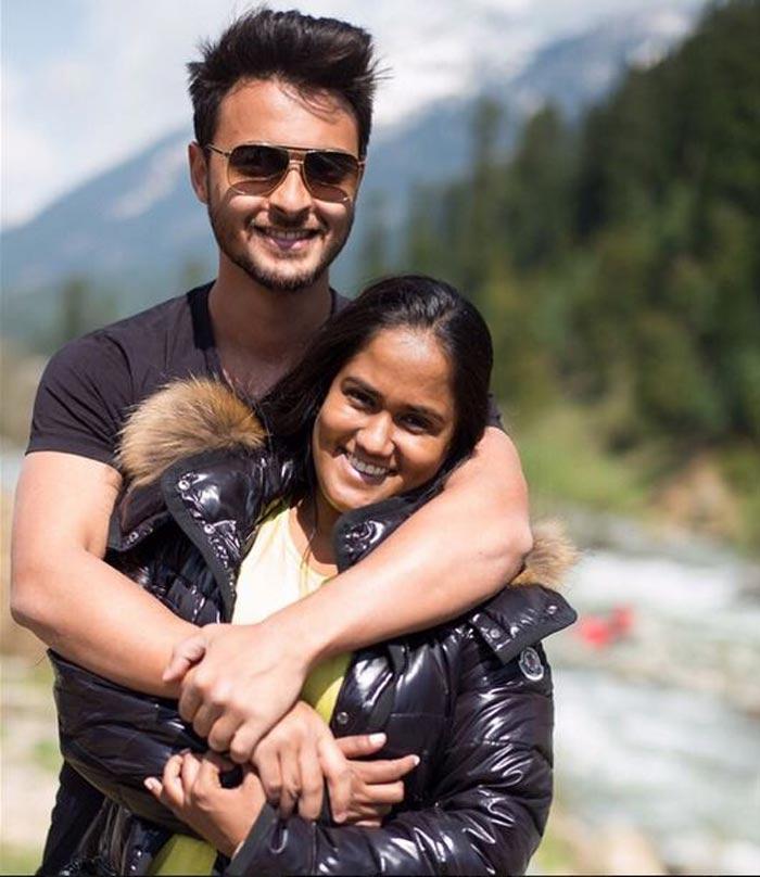 PHOTOS: Salman Khan With His Li'l Sister Arpita In Pahalgam   The
