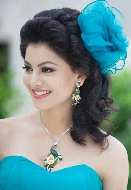 Urvashi Rautela photos images and HD wallpapers
