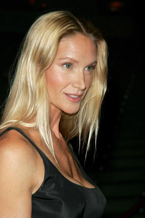 Kelly LynchProfile, Photos, News and Bio