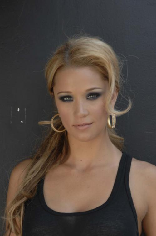 Kristen RentonProfile, Photos, News and Bio