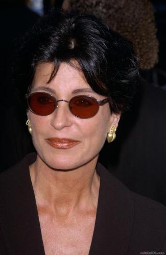 Tina Sinatra