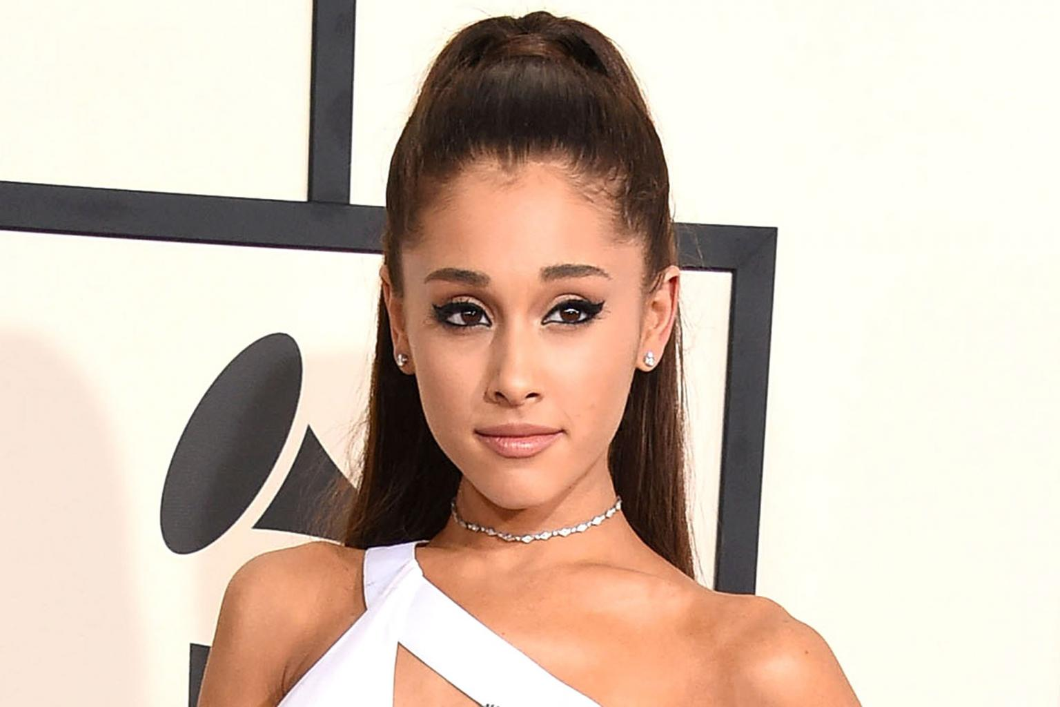 We Must Not Be Afraid  ': Ariana Grande  's Manchester Concert Will Go on as Planned After London Attacks