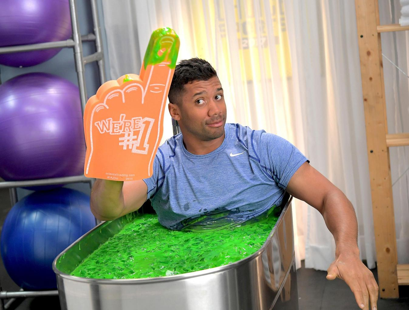 Russell Wilson Returns as Host of Nickelodeon  's 2017 Kids '  Choice Sports Awards