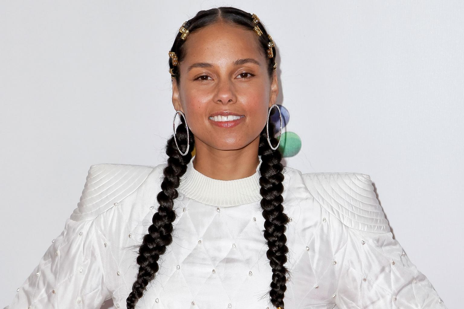 Alicia Keys Debuts New Summer Look with Orange and Pink Braids  '  See the  Photos!