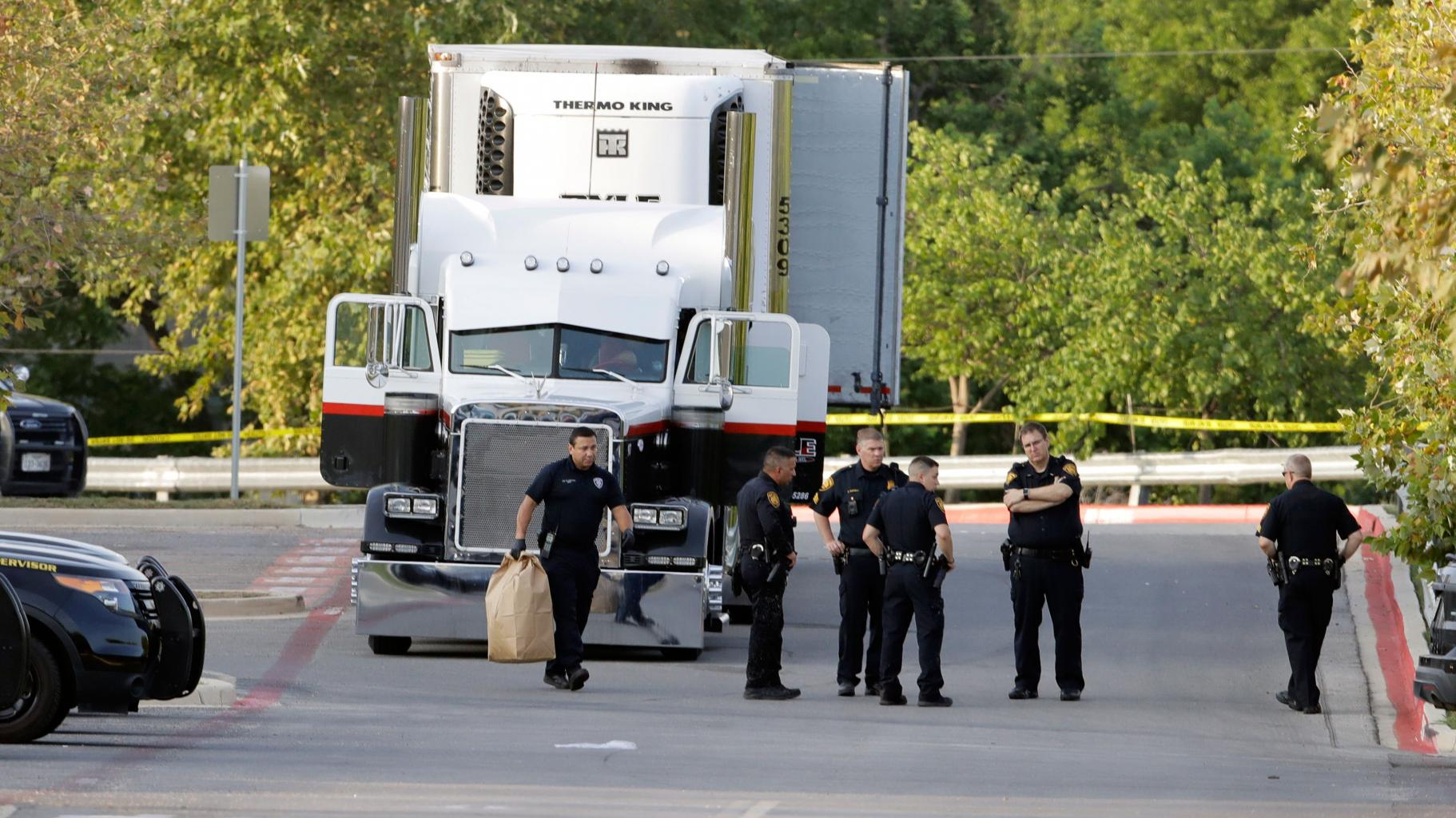 Driver Allegedly Claims He Didn       't Know He Was Smuggling People in Incident that Left 10    Dead