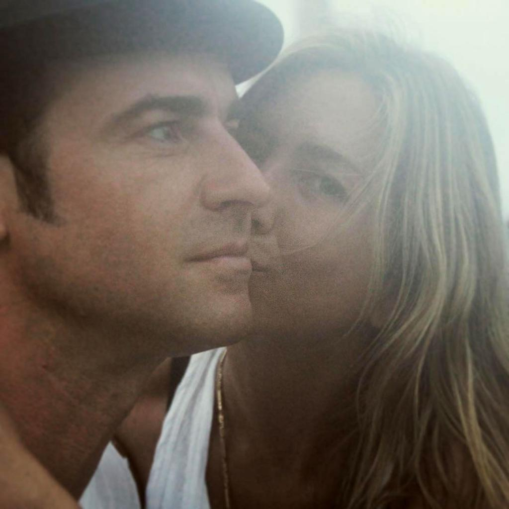 Justin Theroux Shares Sweet Photo with Jennifer Aniston on 2-Year Wedding Anniversary