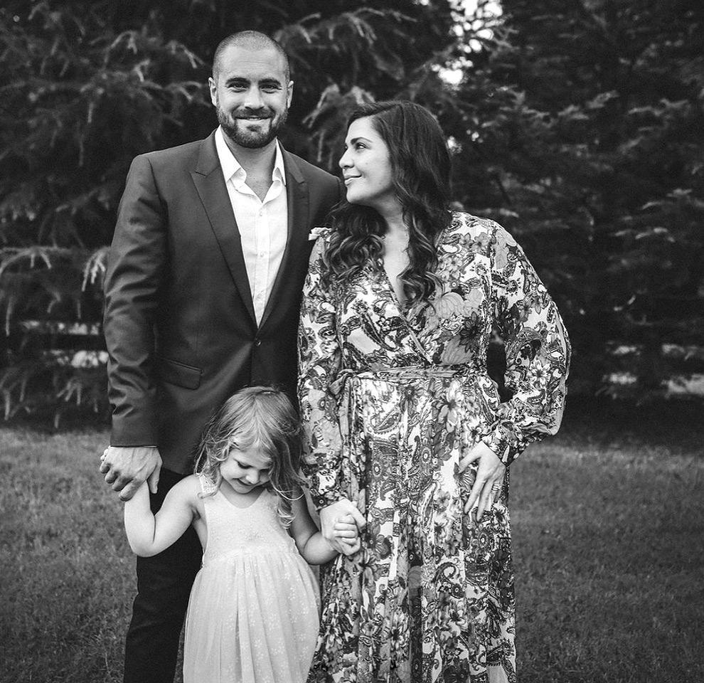 Double the Joy! Lady Antebellum  's Hillary Scott Reveals She  's Expecting Twins    Naturally  ':    God Hears Every  Prayer