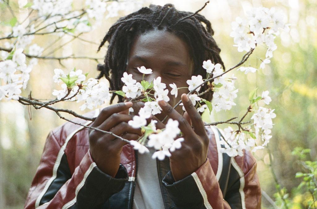 Daniel Caesar Debuts Single 'We Find Love' and New 'Blessed'