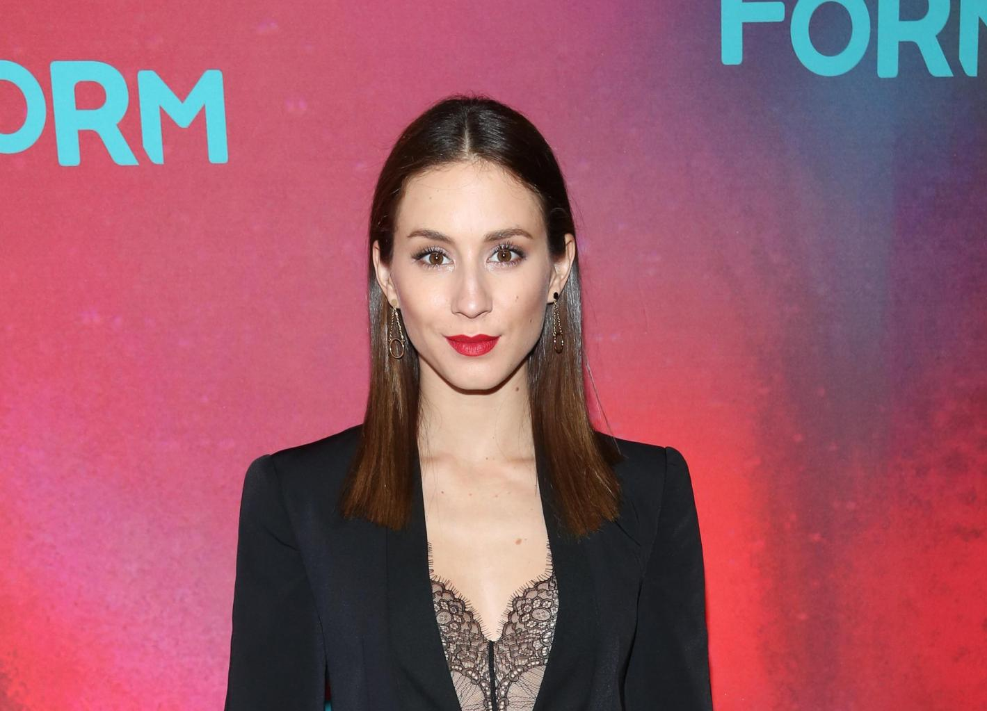Pretty Little Liars      '  Star Troian Bellisario Opens Up About Her Struggle With Mental Illness For Lenny Letter