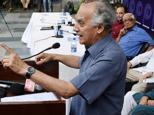 Boycott ministers after raid on NDTV, says Arun Shourie
