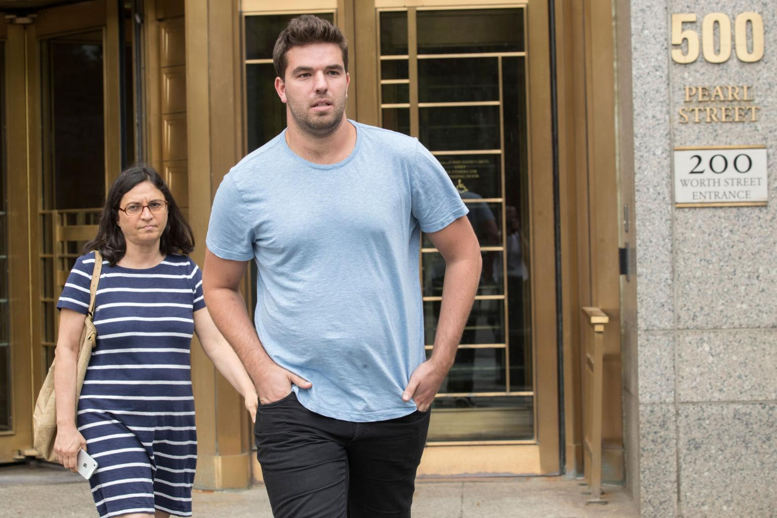 Fyre Festival Organizer Billy McFarland Released on $300,000 Bail       '  but Has a Public    Defender