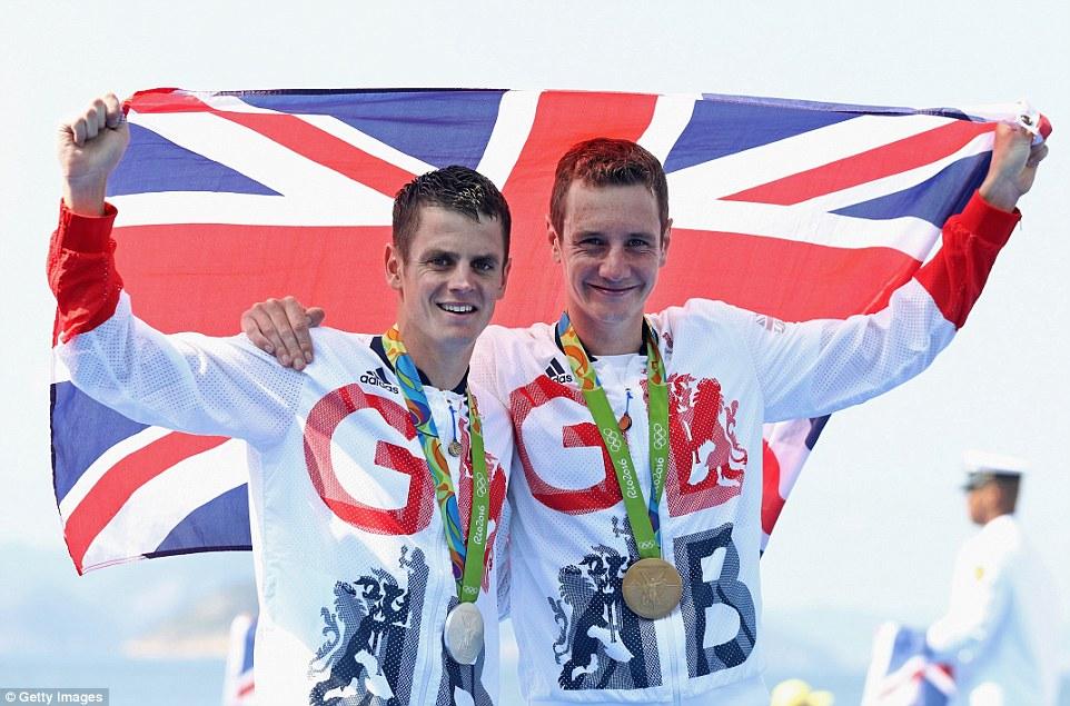 Alistair Brownlee wins gold in men's triathlon, brother Jonny second