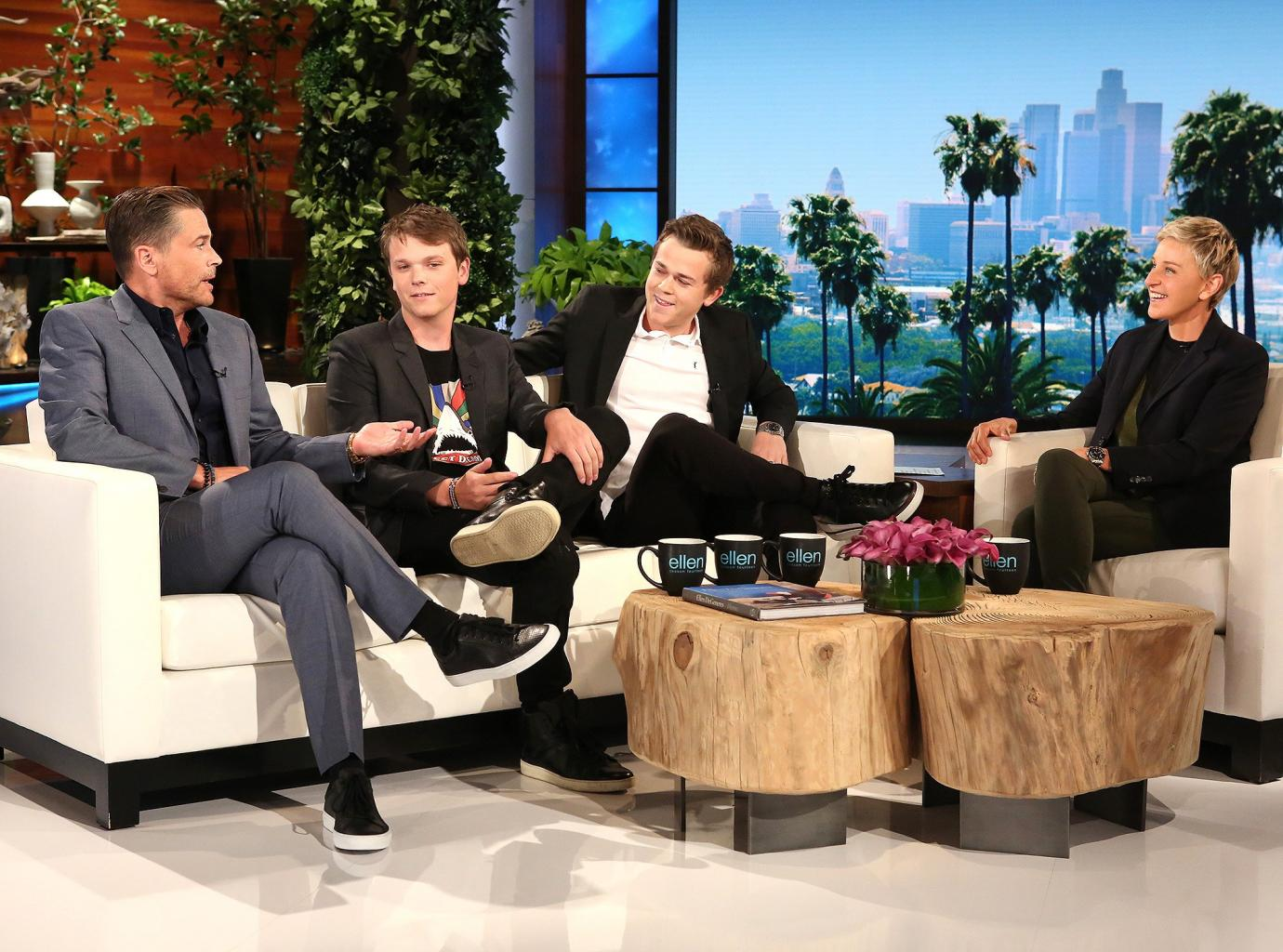 Rob Lowe       's Sons Roasts Their        Manchild      '  Father:        He Likes Selfies a Little Too Much