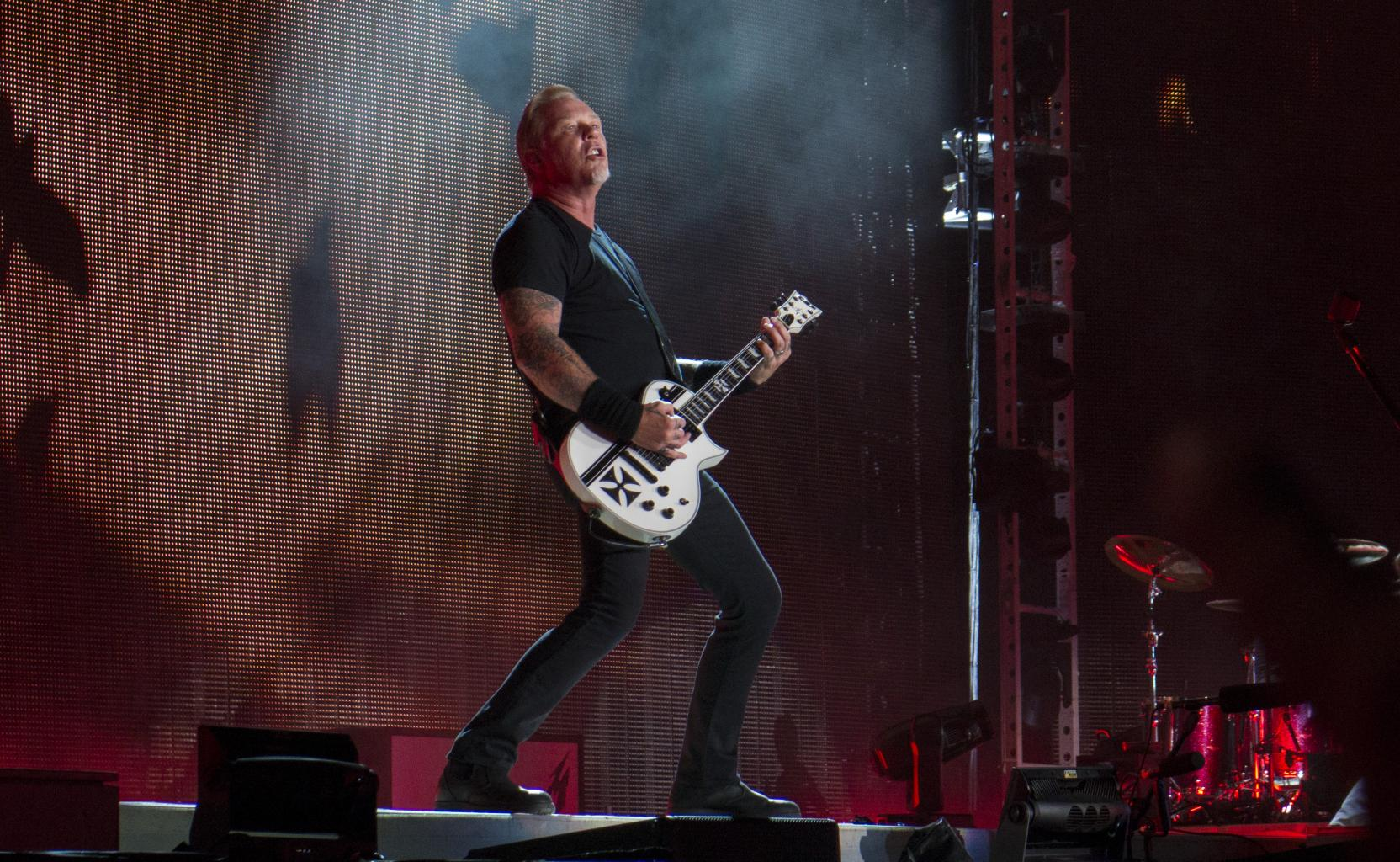 Metallica       's James Hetfield Takes A Tumble On Stage In Amsterdam