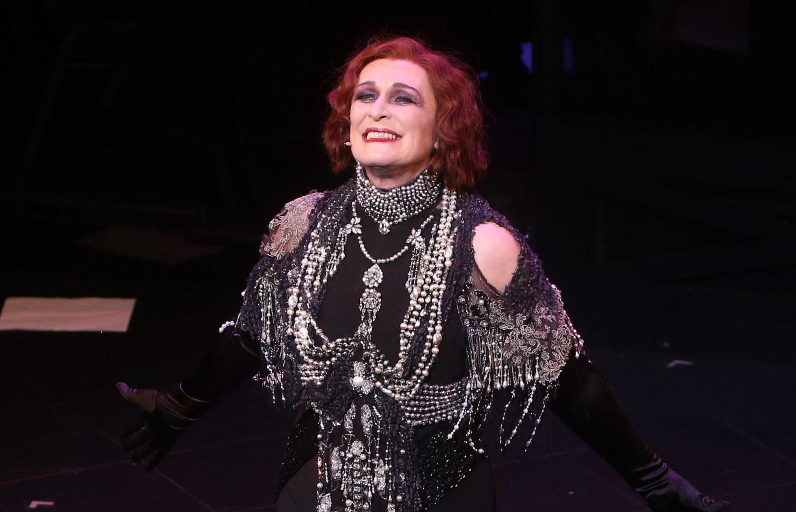Glenn Close Halts Broadway Performance To Scold        Distracting And Disrespectful      '  Theatregoer For Taking Photos