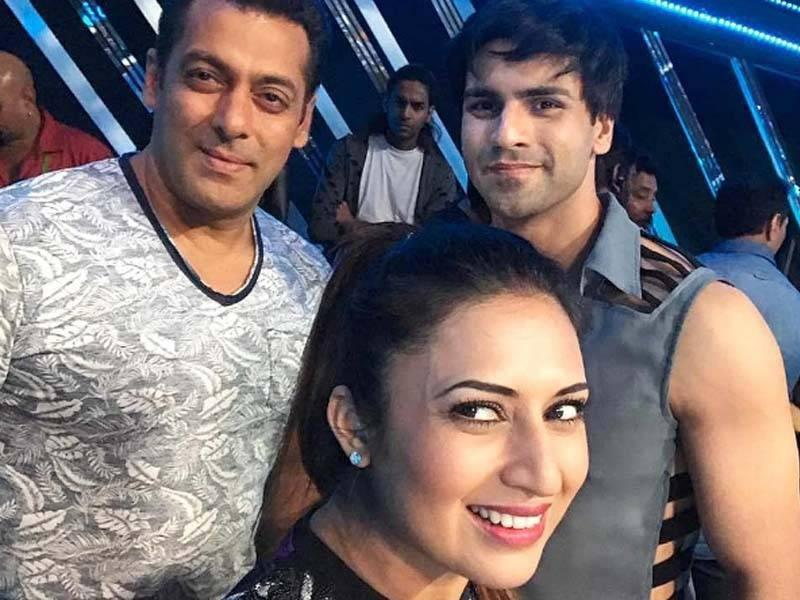 Nach Baliye 8: Divyanka, Vivek click selfie with their favourite actor Salman Khan; see pic - Times of India