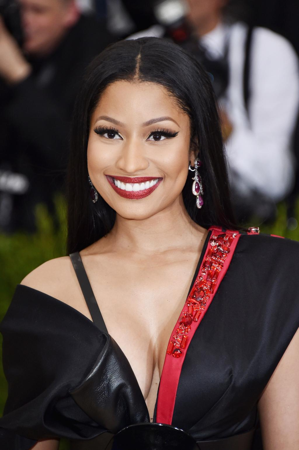 Barbz Rejoice! Nicki Minaj Has Joined Snapchat (But Doesn       't Know How to Use    it)
