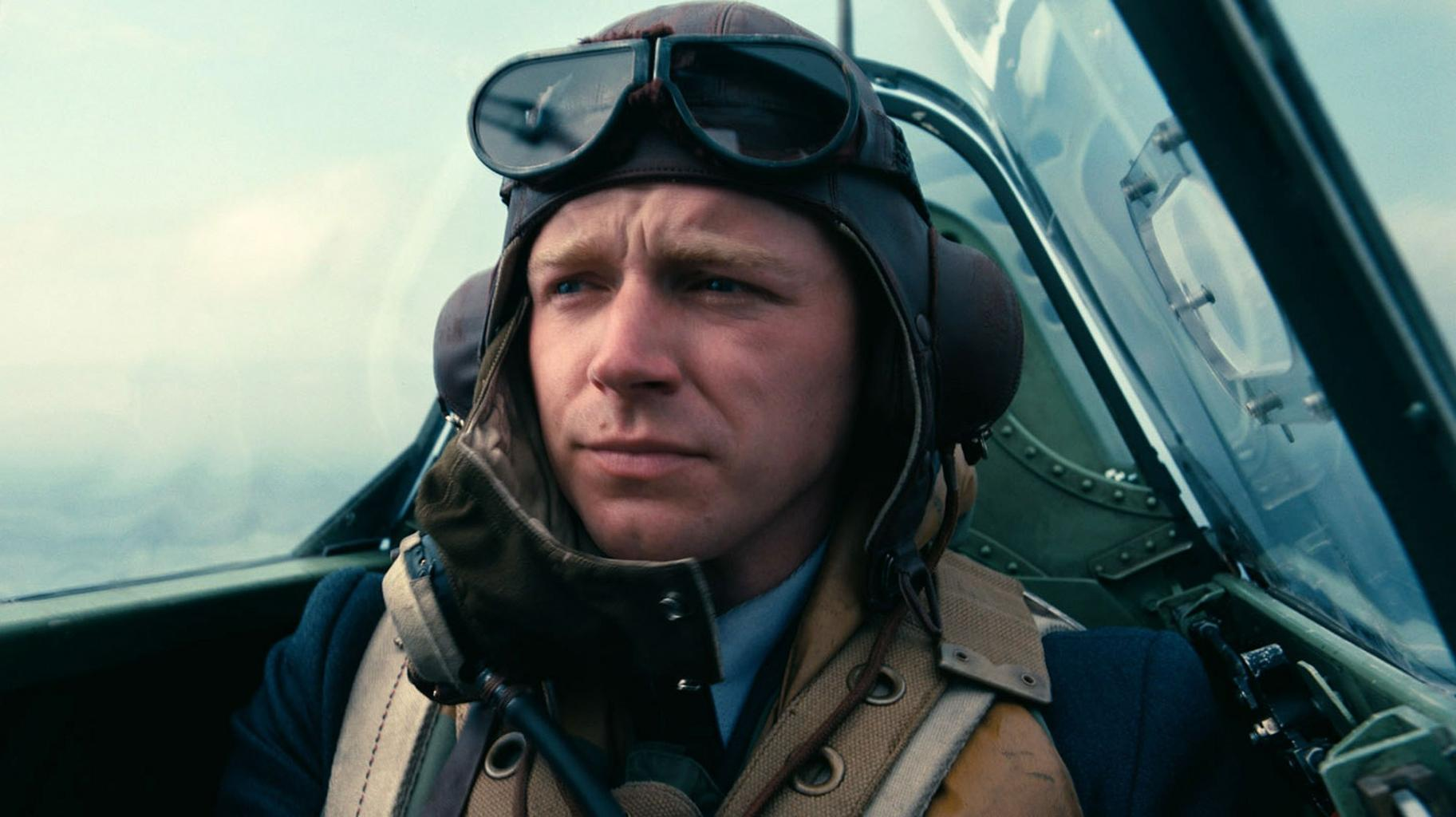 Move Over, Tom Hardy! Meet Dunkirk's Other Sexy Pilot, Jack Lowden