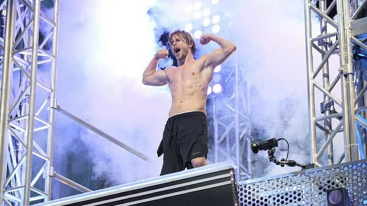 Derek Hough Rips Off His Shirt In Impressive        American Ninja Warrior      '  Showing