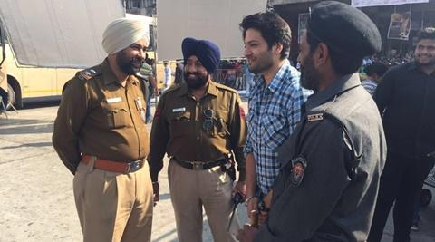 Ali Fazal shares candid picture with Indian, Pakistani cops at Wagah border