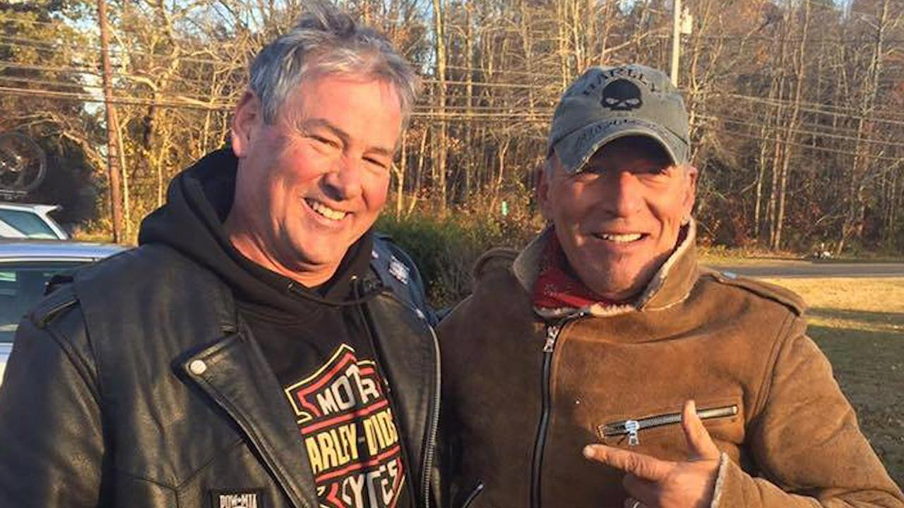 Bikers Rescue Stranded Motorcyclist Who Turns Out to Be Bruce Springsteen