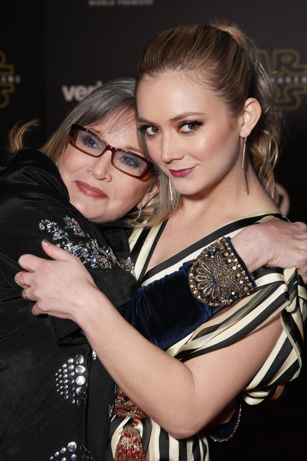 Billie Lourd Shares Photo Thanking Onesie-Clad Friends for Their Support After Carrie Fisher       's Death