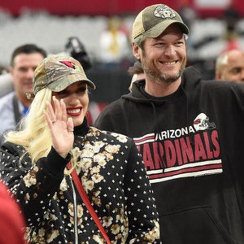 Blake Shelton & Gwen Stefani Fly to AZ, Take a Selfie at NFL