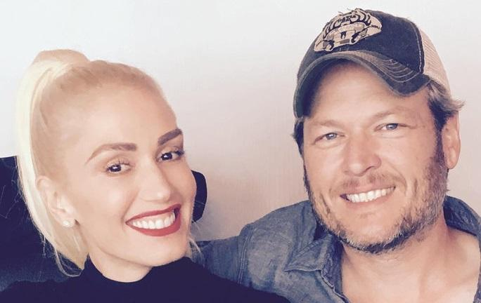 Blake Shelton Puts On    Private Show '  For Gwen Stefani  's Family On Christmas Eve